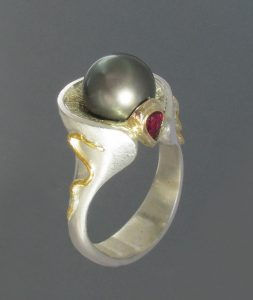 Black pearl & ruby ring 2